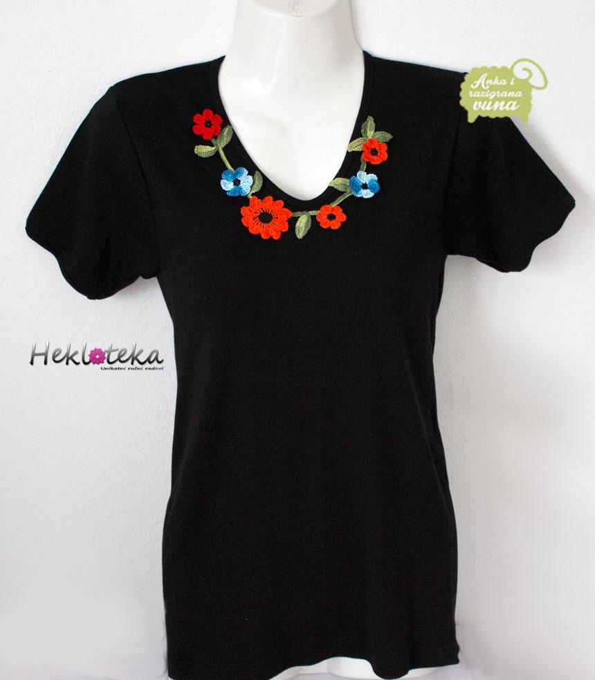 Crna majica sa heklanim cvetićima