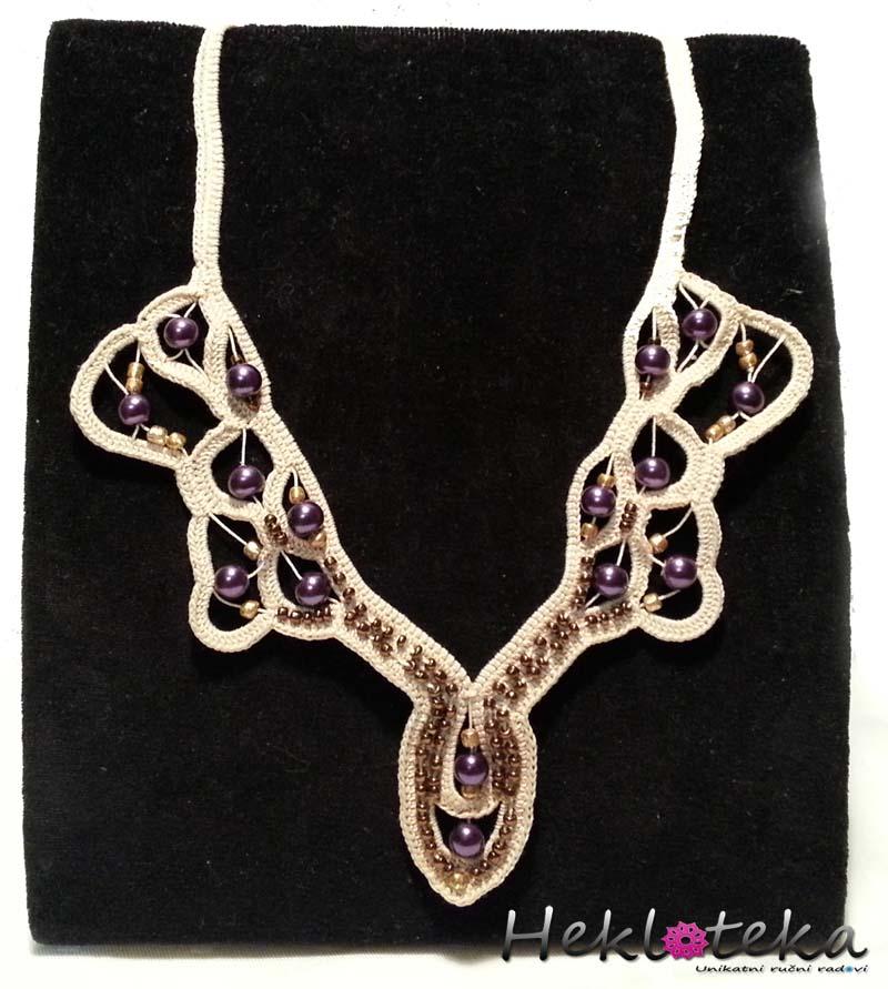 Heklana ogrlica od pamučnog konca u kombinaciji sa perlicama
